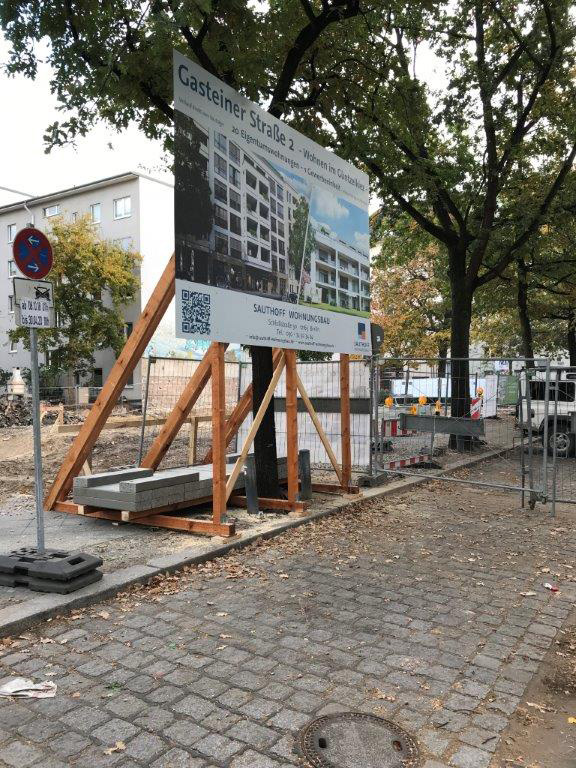 Sauthoff - Bauschild mit Holzkostruktion und Ballastierung in Berlin